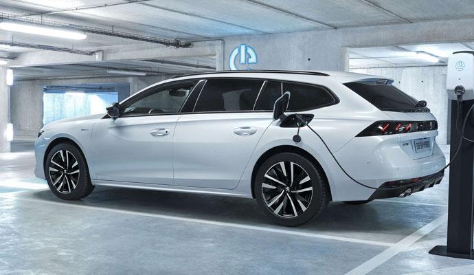 Peugeot 50 SW Plug-in hybrid - årets smartaste bilköp